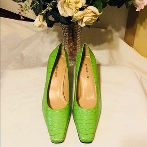 Beautiful lime green Karen Scott heels